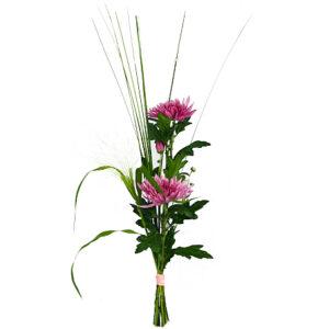 """""""Purple dream"""", med två lila snittblommor i nivå tillsammans med dekorationsstrån eller pinnar. Skicka buketten med ett bud från Florister i Sverige!"""
