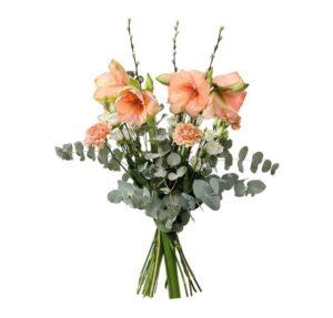 Bukett med aprikosa snittamaryllis, vide, nejlikor, prärieklockor och eukalyptus. Skicka blommorna med ett blomsterbud från Interflora!