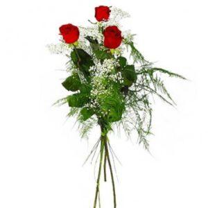 Bukett med tre röda rosor och brudslöja. Exempelbild från Florister i Sverige, en populär blomsterförmedling på nätet.