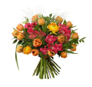 Färgglad blombukett med tulpaner, ranunkler, alstromeria och grönt. Skicka blommorna med ett bud från Interflora