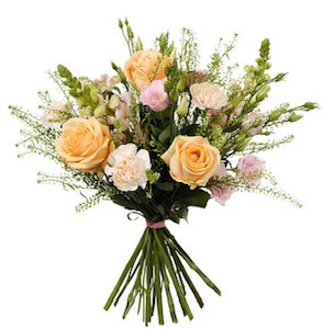 Bukett med rosor, prärieklocka, lejongap och grön. Milda, ljusa färger. Blommorna finns att beställa hos Interflora.