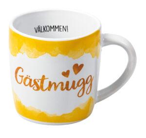 """Kaffemugg med texten """"Gästmugg"""" på sidan. """"Välkommen"""" står skrivet på insidan av muggen. Köp online hos Sakligheter."""