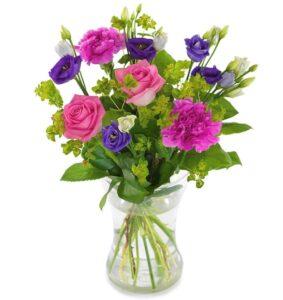 Färgstark sommarbukett, med blandade blommor i rosa och lila nyanser. Beställ din blomstergåva online i Euroflorists butik!
