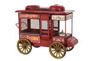 Popcornvagn i retrostil. En kul inredningsdetalj! Mått: 30x16x25 cm. Du hittar den hos Sakligheter.